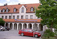 Volksbank Raiffeisenbank Dachau eG, Geschäftsstelle Röhrmoos, Bahnhofstraße 2, 85244 Röhrmoos
